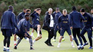 Manajer Manchester United sedang Memantau Pemain MU saat latihan